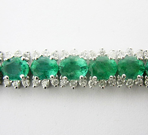 14K EMERALD AND DIAMOND BRACELET 13.09 C.T.W