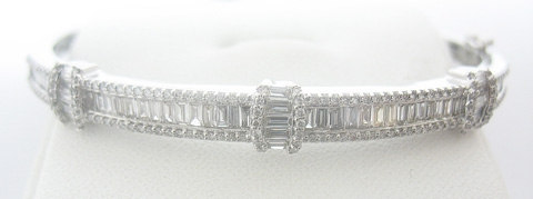 VERY HIGH QUALITY 14K WHITE GOLD DIAMOND BANGLE BRACELET 2.50 C.T.W.