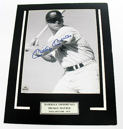 HAND SIGNED MICKEY MANTLE 8X10 IN A 11X14 MATTED DISPLAY